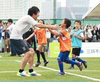 桜井和寿親子サッカー画像